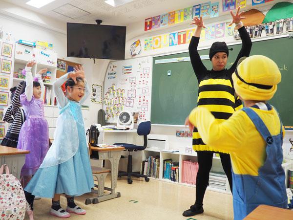 教室でもハロウィン!